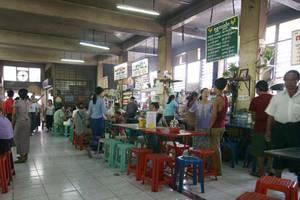 Essen im Bogyoke Markt