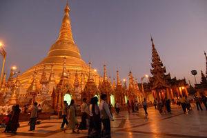Shwedagon Pagode bei  Nacht